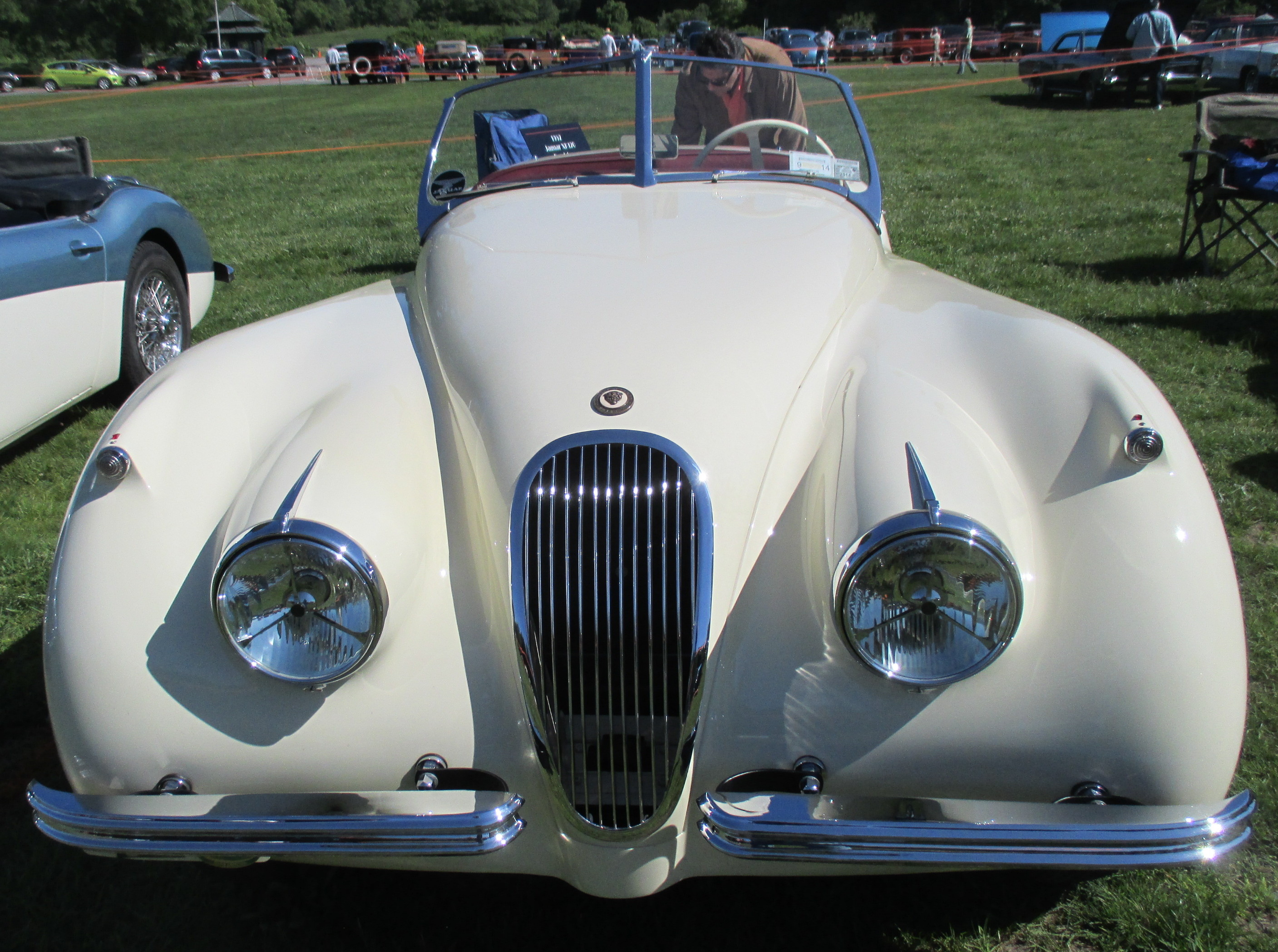 1952-Jaguar-XK-120-front-view