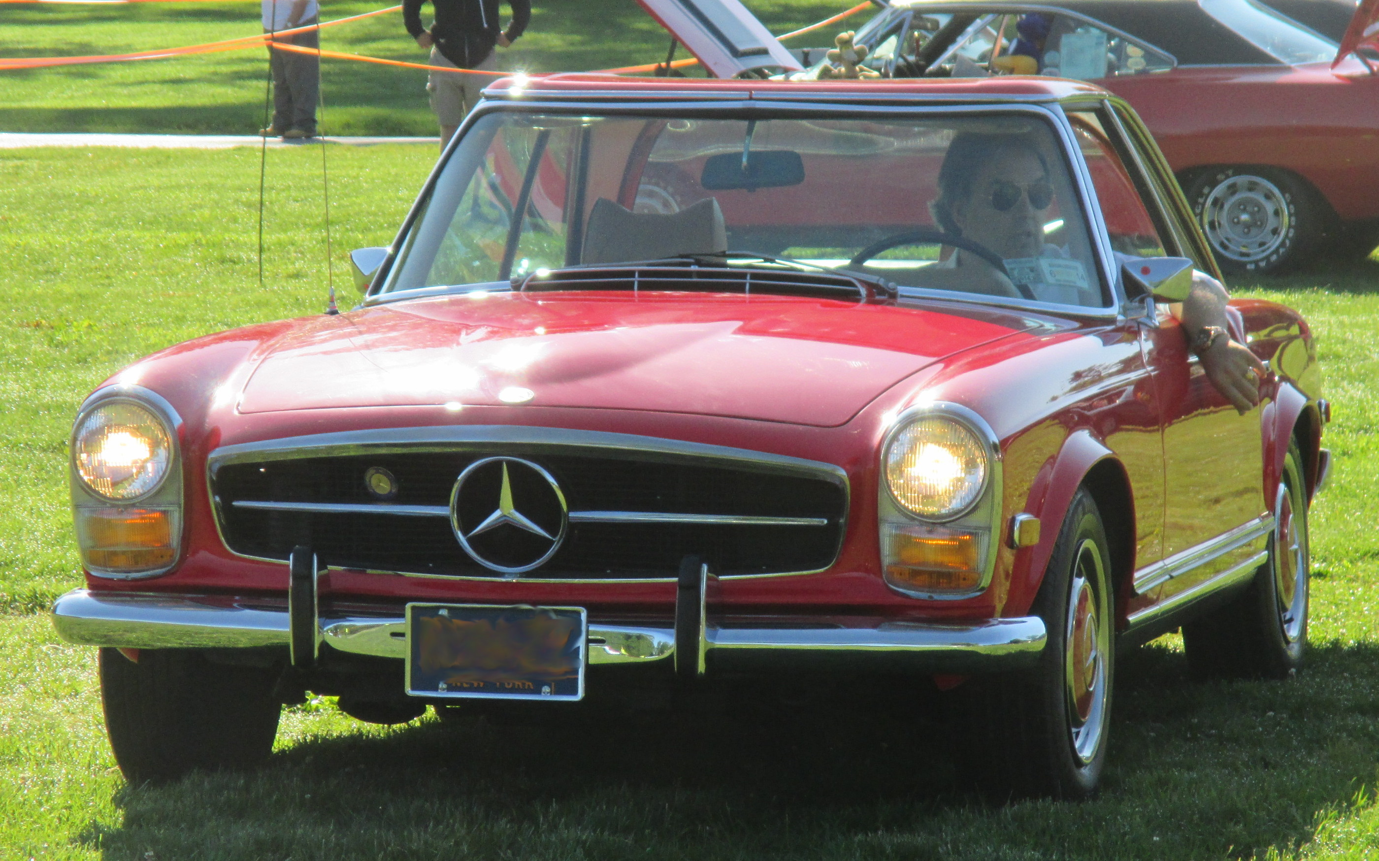 1969-Mercedes-Benz-front-view