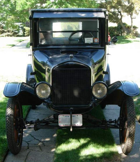 1925 Ford Model T Fordor - front view